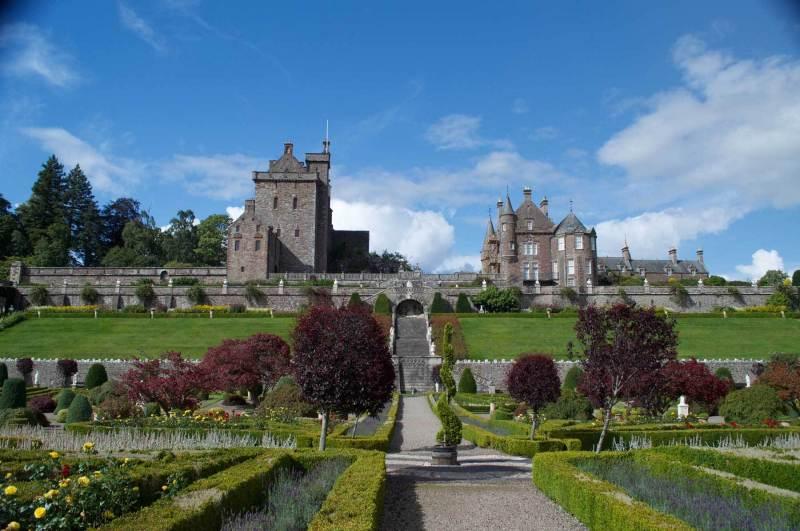 Drummond-castle-from-garden