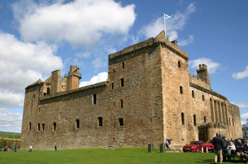 Linlithgow-Palace-outer-wall