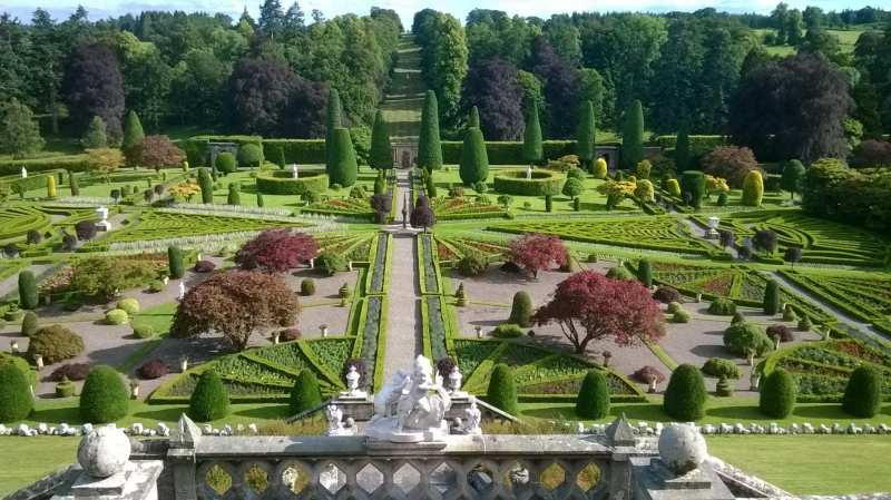 Drummond-Castle-Gardens-scaled