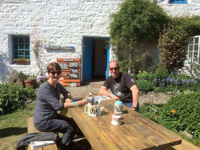 Tour-guide-John-Susan-Kerrera-Tearoom-scaled