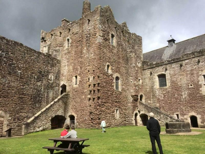 Doune-Castle-courtyard